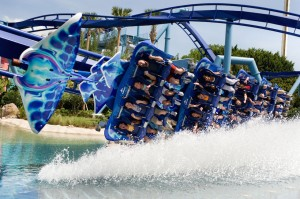Manta Dips a Wing at SeaWorld Orlando