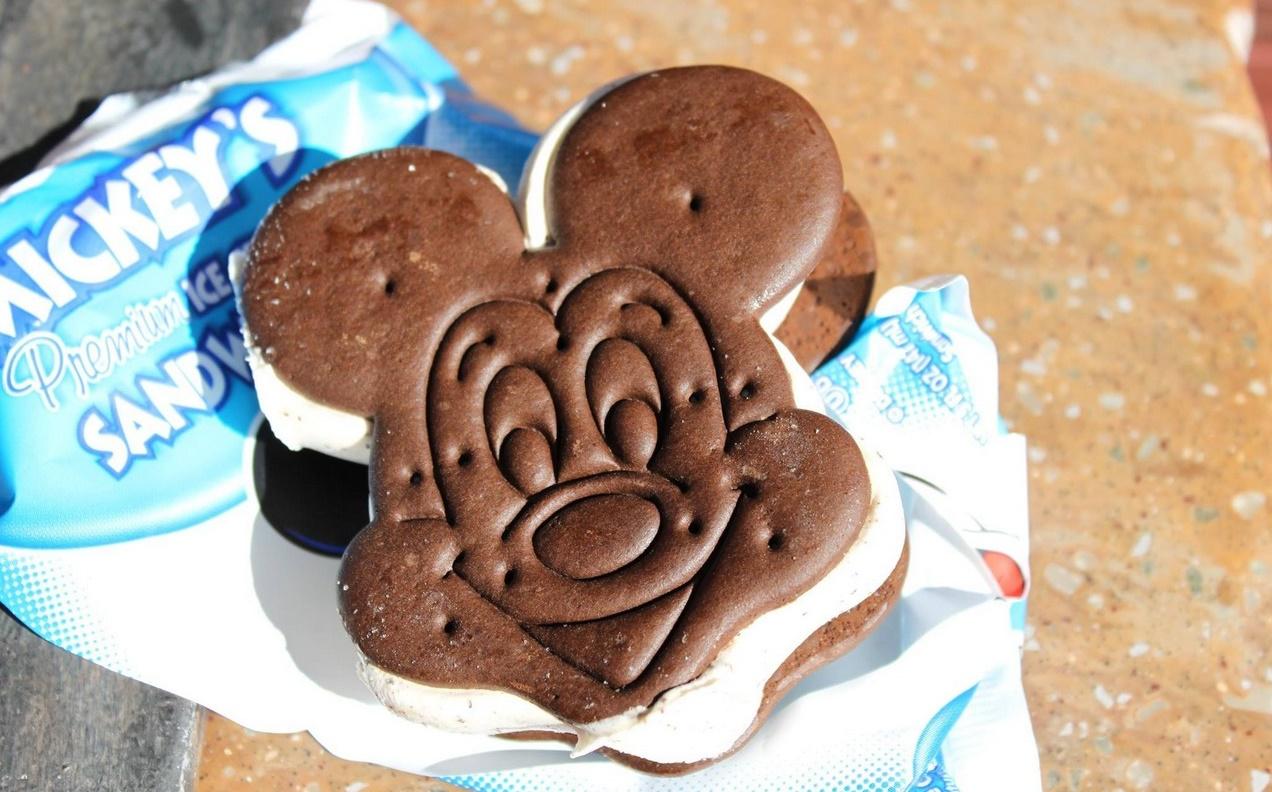 mickey-mouse-ice-cream-sandwich